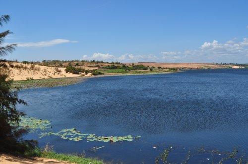 озеро лотосов Муйне