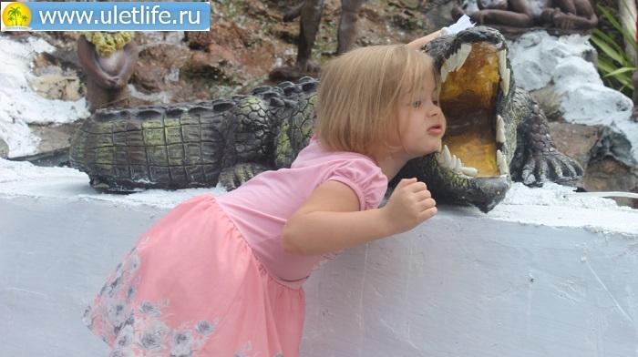 алина с крокодилом