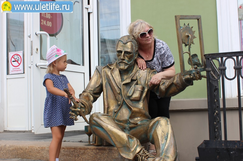 Омск статуя